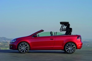 La VW Golf Cabriolet surprise en plein strip-tease