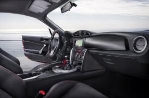 """On nous promet """"un levier de vitesses aux débattements courts et aux verrouillages précis"""". Miam ! (Toyota GT-86)"""