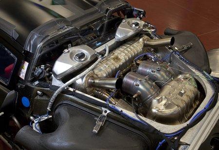 Quelque part, là dessous, se cache un V8 de 4,6 litres...