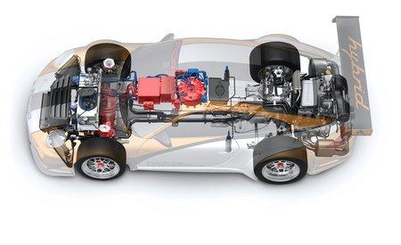 La technique de la Porsche 911 GT3 R Hybrid. Notez le volant d'inertie (au centre en rouge)