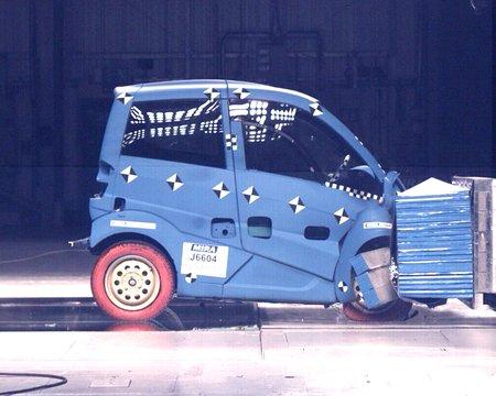 Malgré sa légèreté, et grâce à sa structure originale, la T25 passe tous les crash-tests.