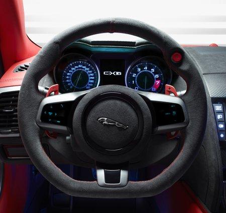 """Concept-car Jaguar C-X16 : notez le bouton rouge du """"push to pass"""" sur le volant"""