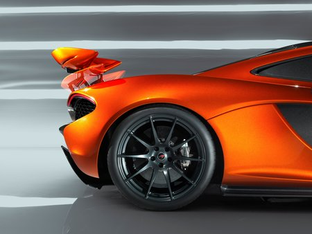 L'aileron rétractable de la McLaren P1 ne sert pas que d'étagère : il fait également office d'aérofrein.