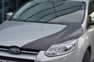 Une Ford Focus à capot en carbone