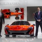 Ron Dennis et Antony Sheriff autour de la McLaren P1