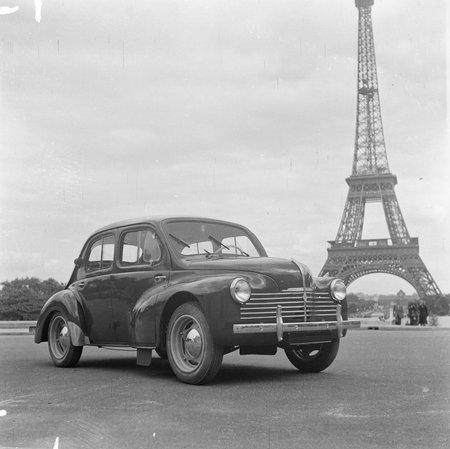 Renault 4CV, lancée en 1947 : seulement 3 vitesses... mais quasiment aucune autoroute !