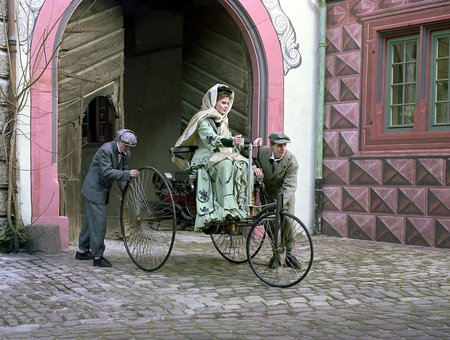 Reconstitution du départ de Bertha Benz et ses fils, en août 1886.