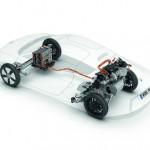 La chaîne cinématique de la Volkswagen XL1 : le pack de batteries est à l'avant, le groupe hybride diesel à l'arrière.