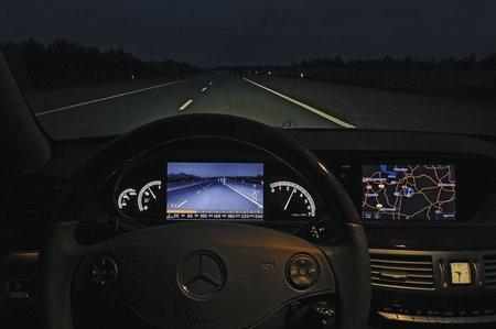 La vision de nuit Mercedes : il ne faut pas avoir peur de quitter la route des yeux !