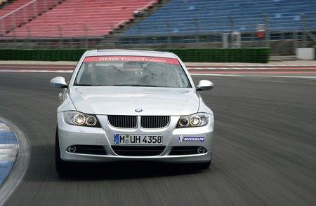 Dès 2009, BMW faisait rouler sur circuit une Série 3 autonome, baptisée Track Trainer.