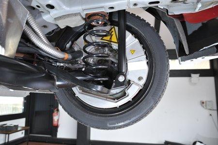 Les moteurs électriques de la Ford Fiesta eWheelDrive sont intégrés aux roues arrière.