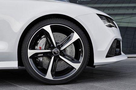 pirelli invente des pneus plus silencieux motorshift. Black Bedroom Furniture Sets. Home Design Ideas