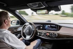 La Mercedes S 500 Intelligent Drive lors de son parcours Mannheim-Pforzheim.