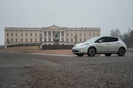 Une Nissan Leaf à Oslo, Norvège (photo CC Flickr/David Villarreal Fernández)