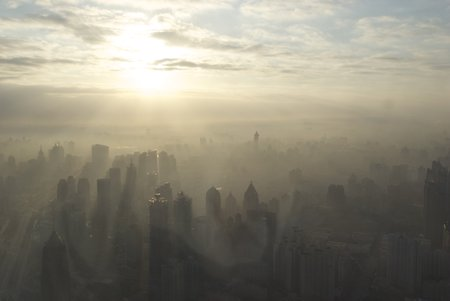 Le smog endémique de Shanghai (photo CC Flick/BriYYZ)