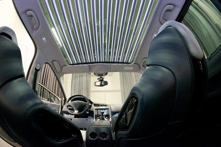 Le toit vitré illuminé du concept-car Chrysalide