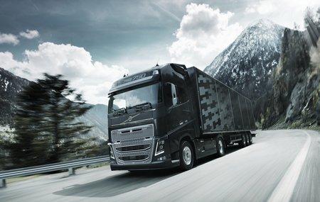 Les poids-lourds Volvo peuvent anticiper le relief du terrain pour réduire leur consommation.