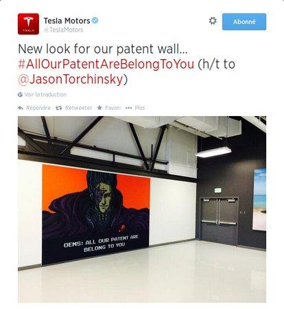 """Le nouveau mur des brevets dans le hall d'accueil de Tesla. Les """"gamers"""" apprécieront le clin d'oeil."""