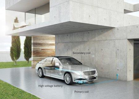 Recharge par induction d'une Mercedes S 500 Plug-in Hybrid