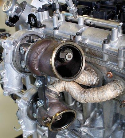 """Les deux turbos mécaniques du moteur Volvo """"High Performance Drive E"""""""
