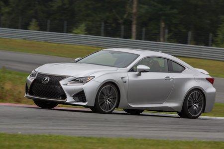 """La Lexus RC F est très """"old school"""" avec son gros V8 atmo de 5 litres !"""