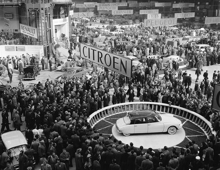 La Citroën DS au salon de Paris en 1955.
