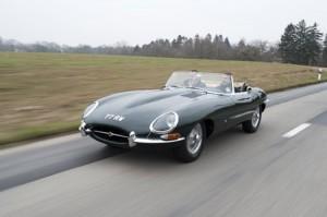 La Jaguar Type E, équipée du fameux 6 cylindres en ligne XK.
