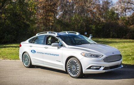 Une Ford Fusion Hybrid autonome.
