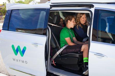 Waymo mettra bientôt ses voitures autonomes à disposition du grand public.