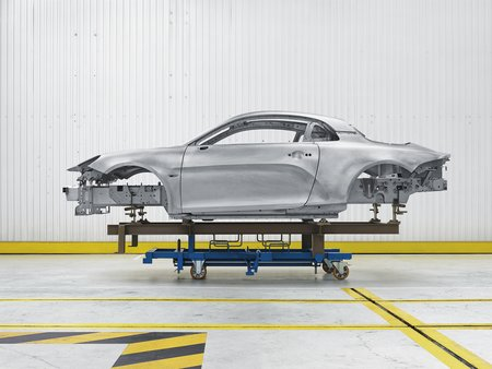 Avec sa conception ingénieuse et sa coque en aluminium, l'Alpine A110 ne pèse que 1 080 kg.
